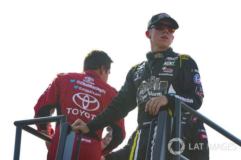 Christopher Bell, Kyle Busch Motorsports Toyota y John Hunter Nemechek, SWM-NEMCO Motorsports Chevro