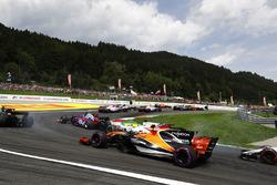 Felipe Massa, Williams FW40, Stoffel Vandoorne, McLaren MCL32, at the start