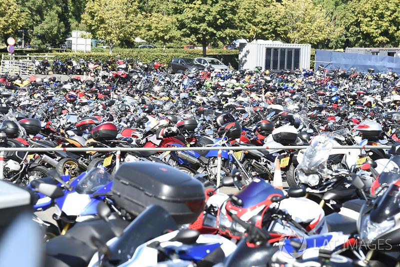 Parkiran motor di Silverstone