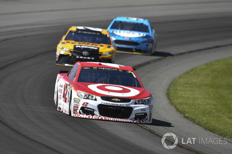 Kyle Larson, Chip Ganassi Racing Chevrolet, Matt Kenseth, Joe Gibbs Racing Toyota, Kevin Harvick, Stewart-Haas Racing Ford