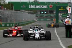 Lance Stroll, Williams FW40; Sebastian Vettel, Ferrari SF70H