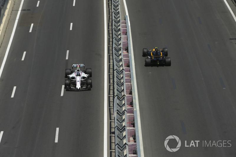 Lance Stroll, Williams FW40, Jolyon Palmer, Renault Sport F1 Team RS17