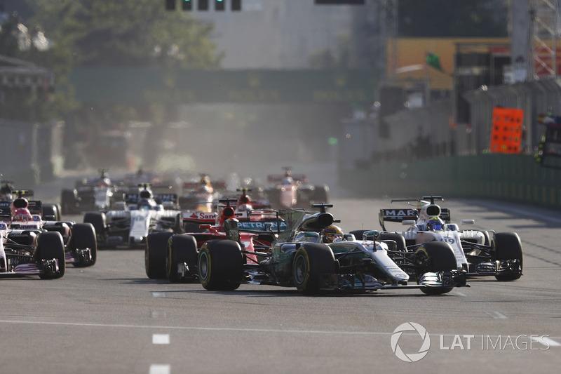 Реакция Mercedes на то, как Хэмилтон чуть не обогнал пейс-кар на рестарте