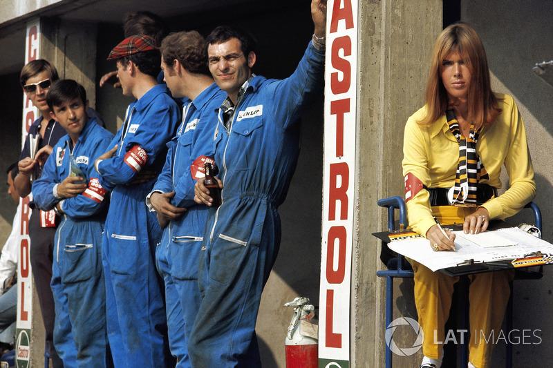 Matra mechanics and Jackie Stewart's wife, Helen