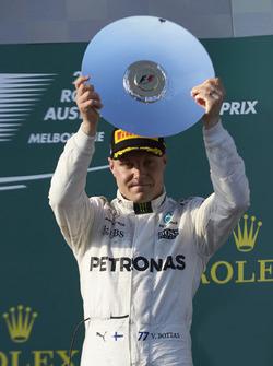Подиум: обладатель третьего места Валттери Боттас, Mercedes AMG F1
