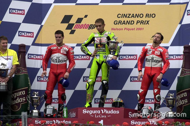 Podium GP500cc Brazil 2001: Valentno Rossi, Carlos Checa, dan Max Biaggi