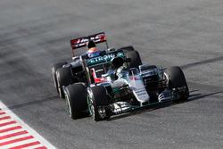 Nico Rosberg, Mercedes AMG F1 W07 Hybrid leads Romain Grosjean, Haas F1 Team VF-16