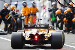 Fernando Alonso, McLaren MCL33, viene a parar