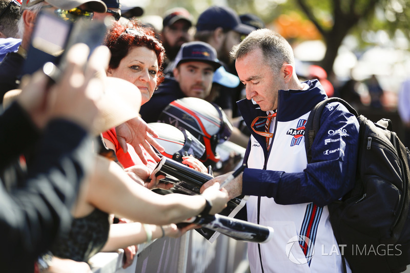 Paddy Lowe, Williams Martini Racing Formula 1, firma un autografo