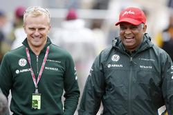 Heikki Kovalainen et Tony Fernandes, coprésident, Caterham Group