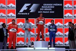 Podio: il vincitore della gara Michael Schumacher, Ferrari, il secondo classificato David Coulthard, McLaren, il terzo classificato Giancarlo Fisichella, Benetton, con il calciatore Pele e il Direttore Tecnico Ferrari Ross Brawn