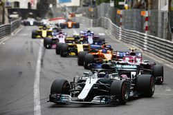 Valtteri Bottas, Mercedes AMG F1 W09, leads Esteban Ocon, Force India VJM11