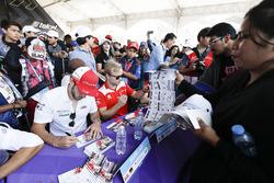 Lucas di Grassi, Audi Sport ABT Schaeffler, Felix Rosenqvist, Mahindra Racing, at the autograph session