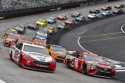 Ryan Blaney, Team Penske, Ford Fusion REV and Kyle Busch, Joe Gibbs Racing, Toyota Camry Skittles