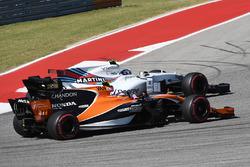 Stoffel Vandoorne, McLaren MCL32 lotta con Lance Stroll, Williams FW40