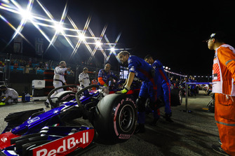 Brendon Hartley, Toro Rosso STR13, arriveert op de grid
