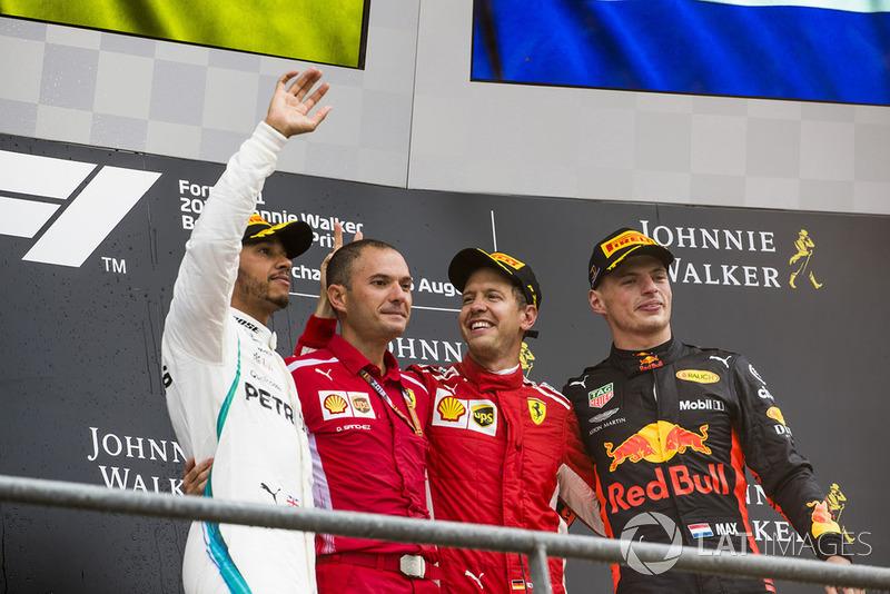 Podyum: 2. Lewis Hamilton, Mercedes AMG F1, David Sanchez, Ferrari Aerodinami Şefi, Yarış galibi Sebastian Vettel, Ferrari ve 3. Max Verstappen, Red Bull Racing