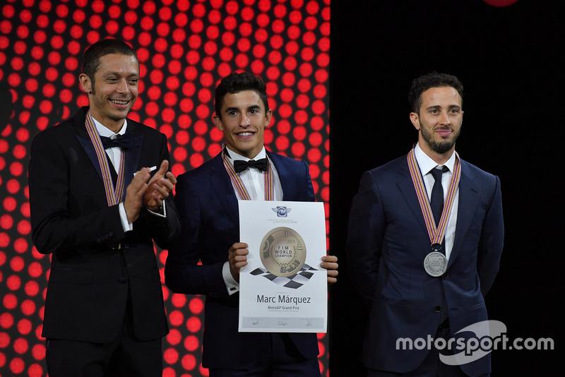 Топ-3 сезону MotoGP - третє місце Валентино Россі, Yamaha Factory Racing, чемпіон світу Марк Маркес, Repsol Honda, віце-чемпіон світу Андреа Довіціозо, Ducati Team