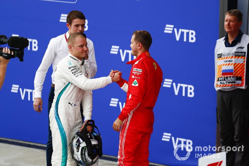 Valtteri Bottas, Mercedes AMG F1 dan Sebastian Vettel, Ferrari