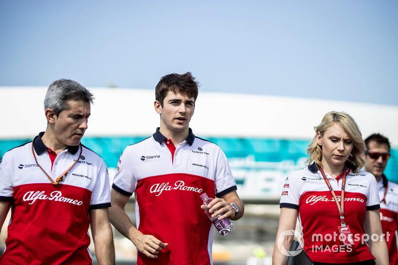 Charles Leclerc, Sauber, Xevi Pujolar, Sauber Head of Track Engineering, Ruth Buscombe, Sauber Race Strategist