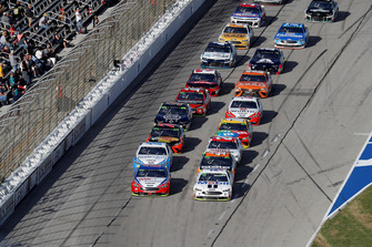Joey Logano, Team Penske, Ford Fusion AAA Insurance, Kevin Harvick, Stewart-Haas Racing, Ford Fusion Mobil 1, ripartenza