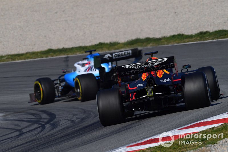 Макс Ферстаппен, Red Bull Racing RB15, и Роберт Кубица, Williams FW42
