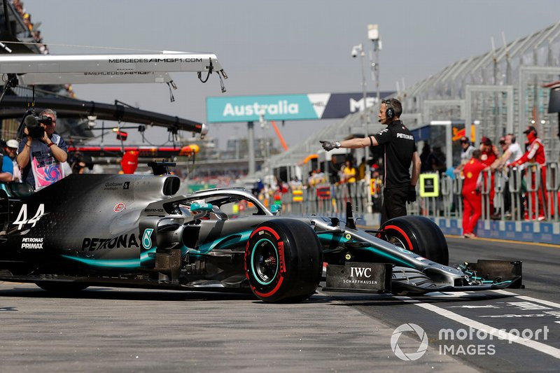 Lewis Hamilton, Mercedes AMG F1 W10, sort du garage