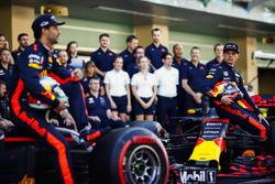 Daniel Ricciardo, Red Bull Racing, Max Verstappen, Red Bull Racing takım resminde