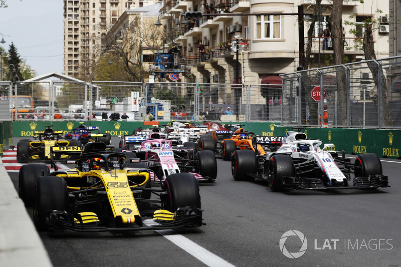 Carlos Sainz Jr., Renault Sport F1 Team R.S. 18, leads Lance Stroll, Williams FW41 Mercedes, Sergio Perez, Force India VJM11 Mercedes, Nico Hulkenberg, Renault Sport F1 Team R.S. 18, Fernando Alonso, McLaren MCL33 Renault, and the remainder of the field at