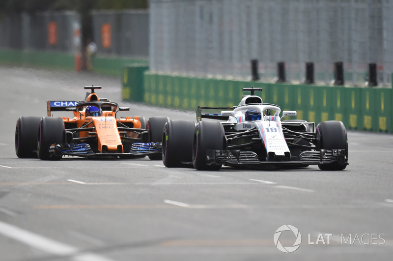 Lance Stroll, Williams FW41 leads Fernando Alonso, McLaren MCL33