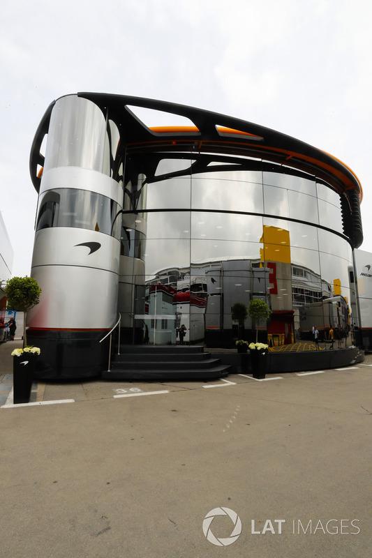 La autocaravana McLaren y el Brand Center