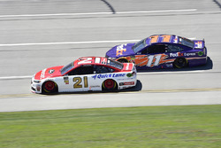Paul Menard, Wood Brothers Racing, Ford Fusion Motorcraft / Quick Lane Tire & Auto Center, Denny Hamlin, Joe Gibbs Racing, Toyota Camry FedEx Express