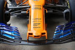 Vue détaillée du nouveau nez et de l'aileron avant de la McLaren MCL33
