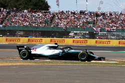 Lewis Hamilton, Mercedes-AMG F1 W09 recovers from his spin at the start of the race