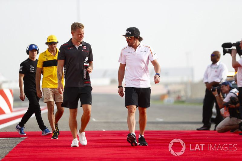 Kevin Magnussen, Haas F1 Team, and Fernando Alonso, McLaren, in the drivers parade