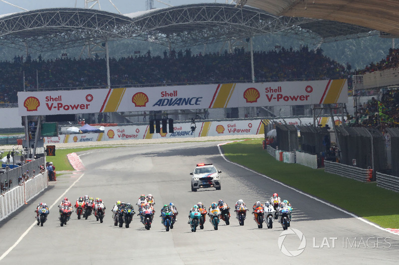 Inicio de la carrera de Moto3