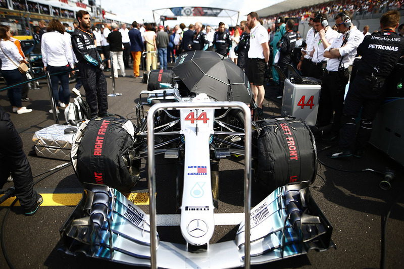 La Mercedes AMG F1 W09 de Lewis Hamilton sur la grille