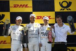 Podio:: El ganador Gary Paffett, Mercedes-AMG Team HWA, el segundo Paul Di Resta, Mercedes-AMG Team HWA, y el tercero Lucas Auer, Mercedes-AMG Team HWA