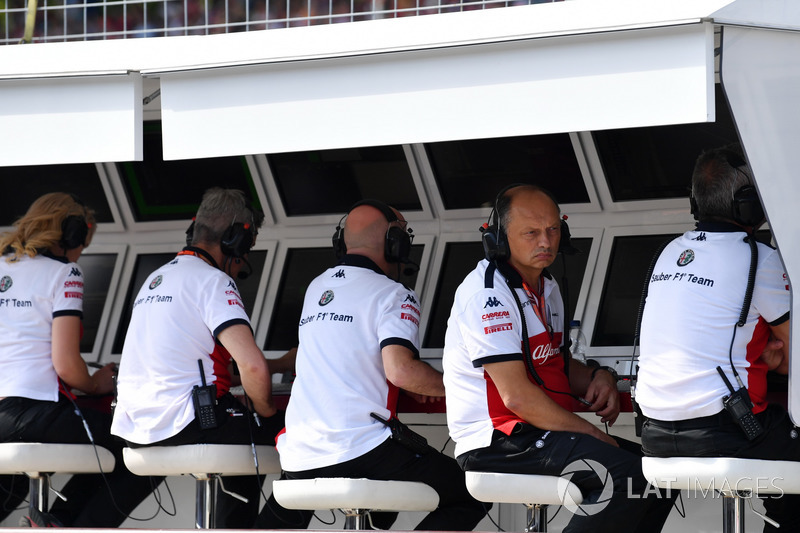Frederic Vasseur, Sauber, Team Principal in the pit wall gantry