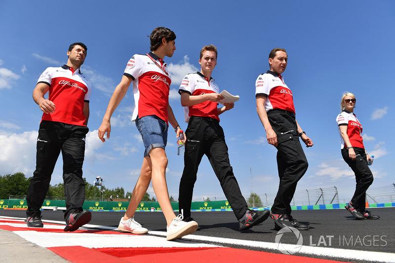 Antonio Giovinazzi, Sauber, cammina lungo il circuito