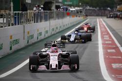 Esteban Ocon, Sahara Force India F1 VJM10, Marcus Ericsson, Sauber C36, out of the pits