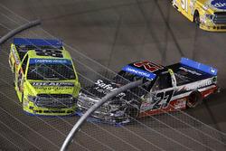 Crash: Ben Rhodes, ThorSport Racing Toyota, Matt Crafton, ThorSport Racing Toyota