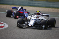 Charles Leclerc, Sauber C37 Ferrari, Pierre Gasly, Toro Rosso STR13 Honda