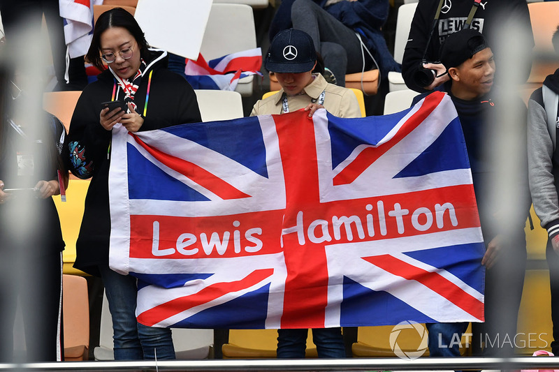 Penggemar Lewis Hamilton, Mercedes-AMG F1