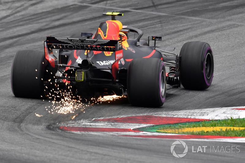 4. Max Verstappen, Red Bull Racing RB14 sparks