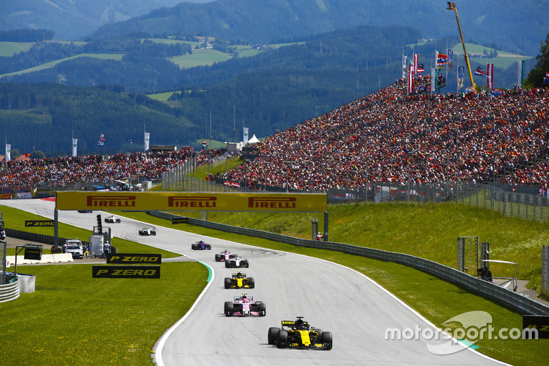 Nico Hulkenberg, Renault Sport F1 Team R.S. 18, Esteban Ocon, Force India VJM11, Carlos Sainz Jr., Renault Sport F1 Team R.S. 18, Sergey Sirotkin, Williams FW41