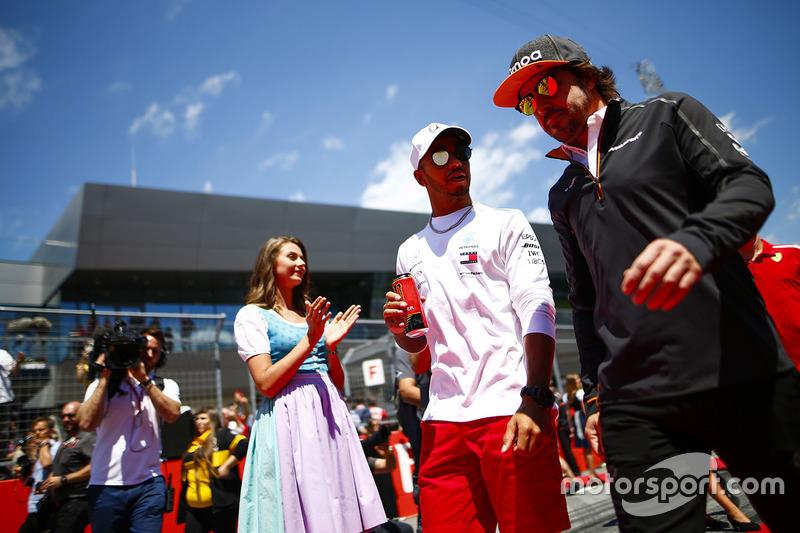 Lewis Hamilton, Mercedes AMG F1, Fernando Alonso, McLaren, pass