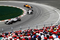 Sergey Sirotkin, Williams FW41, leads Marcus Ericsson, Sauber C37, and Stoffel Vandoorne, McLaren MCL33