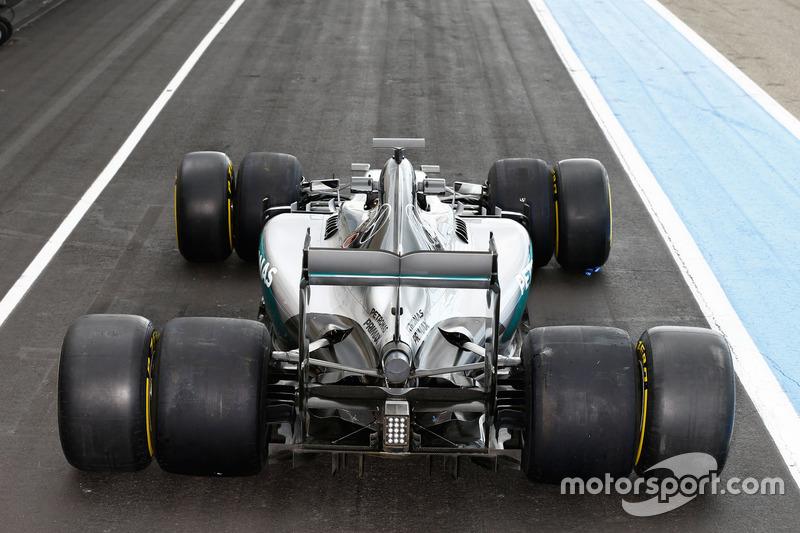 Mercedes F1 W06 Hybrid mit Pirelli-Reifen von 2017 und 2016