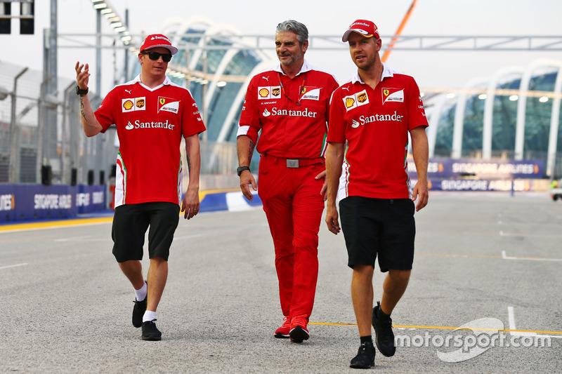 (L to R): Kimi Raikkonen, Ferrari with Maurizio Arrivabene, Ferrari Team Principal and Sebastian Vettel, Ferrari